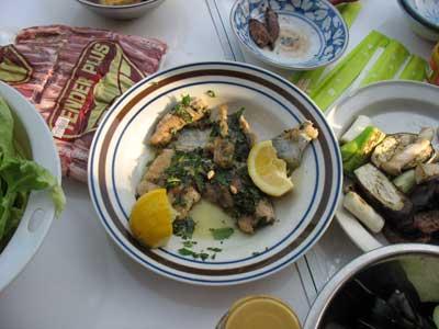 捕まえた鯰で作られたムニエル料理