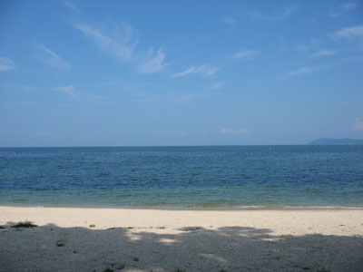 清澄な琵琶湖の湖水と白砂ある湖西近江舞子の雄松浜