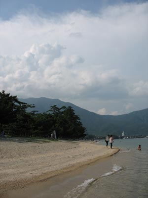近江舞子雄松浜からみた比良山脈釈迦岳付近