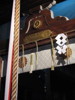 年明けの晩に訪れた上御霊神社の本殿前