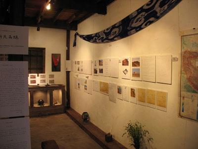 東京谷中の古美術上田1階で開かれた「胡羌鬲絶展」の展示風景