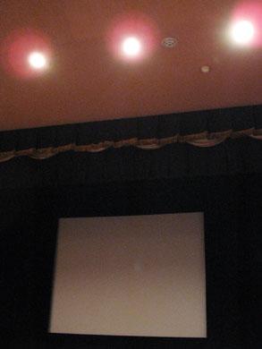 松林要樹氏初監督映画「花と兵隊」が関西初上映された大阪十三「第七藝術劇場」の上映前の館内及びスクリーン