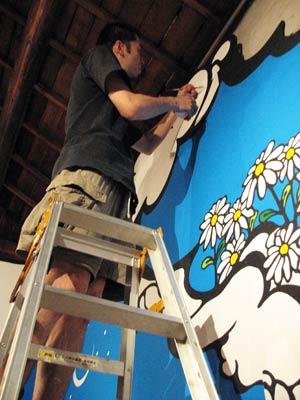 大阪茨木の古民家ギャラリー兼カフェ「la galerie」(百花)にて「spring quarter」展の準備を行う画家・林雅彦deka