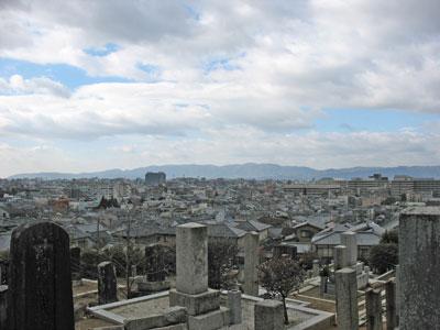 京都市街が一望可能な墓所より見た市街景(京都市左京区)