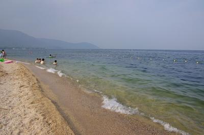 滋賀県琵琶湖西岸・近江舞子の砂浜波打ち際