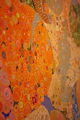 西垣聡個展「ヒトコト〜存在と色と形〜」の会場「belle gallery」に飾られた作品の部分拡大