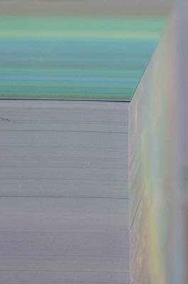 2011年京都市立芸大作品展で大学院市長賞を受賞した、膨大な数の印画紙を積み重ねて作られた来田猛の写真作品「sliced scenery」