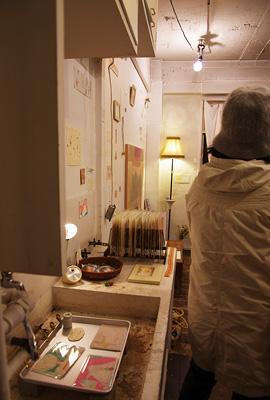 加藤智哉個展「音色のつなぐ部屋」が開かれた京都五条の画廊「GALLERY ANTENNA」の複製品等の販売コーナー