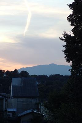 山会告知「愛宕夕景,愛宕山,3月,鹿ケ谷より見る」
