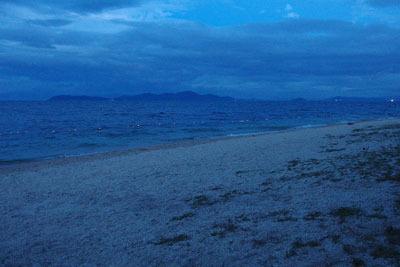 滋賀県琵琶湖西岸・近江舞子の浜の日暮れ風景