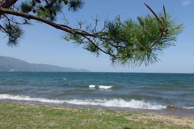 滋賀県西部・和邇中浜からみた琵琶湖と西岸の比良山脈
