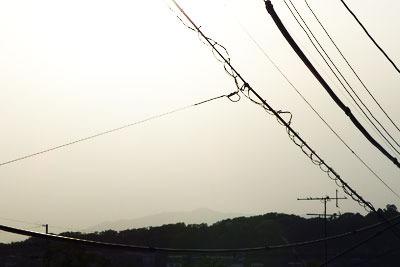 逍遥雑記「黄砂で霞む愛宕山と京都市街,黄砂で霞む比叡山,哲学の道の躑躅,ツツジ」