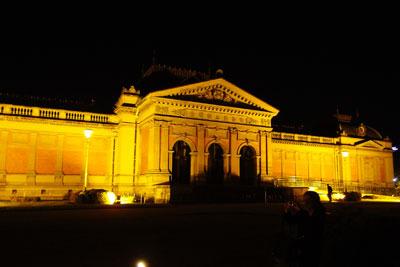 ライトアップされた重要文化財の明治建築「京都国立博物館旧館」