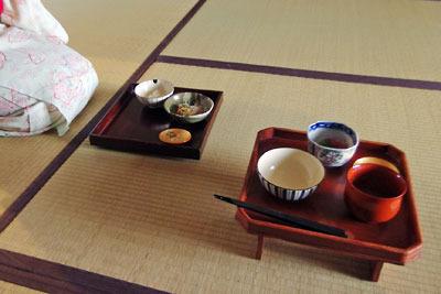 催事(本人)「茶会,茶懐石,折敷上の飯碗・汁椀・向付」