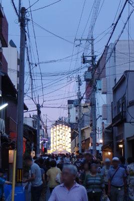 逍遥雑記「祇園祭,宵山,日暮れの宵山鉾町」