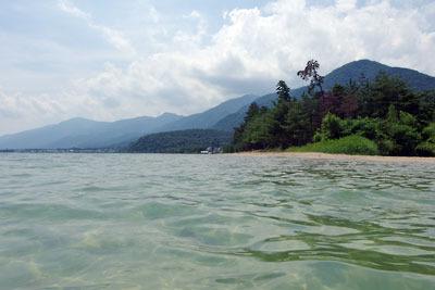 告知「湖会,琵琶湖,湖水浴,水浴,水泳,湖上より見た比良山脈と琵琶湖」