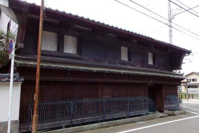 福井平野東部にある松岡駅近辺に残る古い木造商家