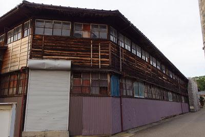 福井平野東部・旧松岡城二ノ丸跡(?)に残る木造の古い織物工場