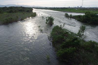 紀行「福井小旅行,松岡,夕方の光を反す九頭竜川」