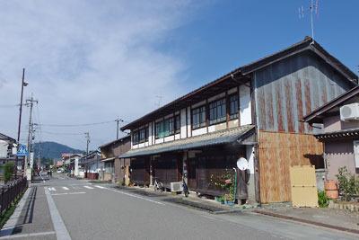 福井県東部・旧大野城下の武家屋敷街跡に建つ古い町家
