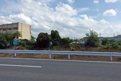 京都南部にある旧巨椋池干拓地南岸の伊勢田集落付近に残る池畔跡微高地