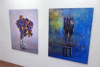 大阪中心部のギャラリー「白(HAKU)」で開かれた、杉田一弥と来田猛(ころだ・たける)の生け花と写真のコラボ展「FLOWERS 2017」で展示される、大きく見応えある写真作品