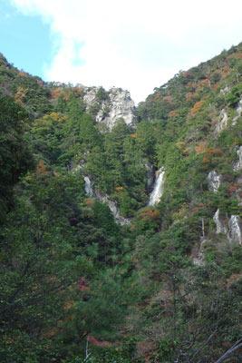 楊梅の滝(雄滝)と獅子岩
