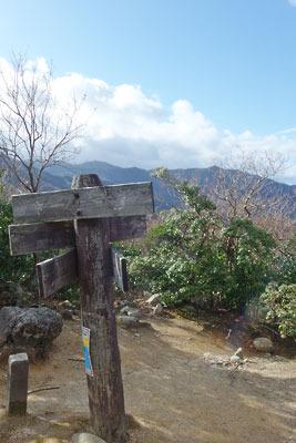 ヤケ山山頂,ヤケ山から見えた武奈ヶ岳と釣瓶岳