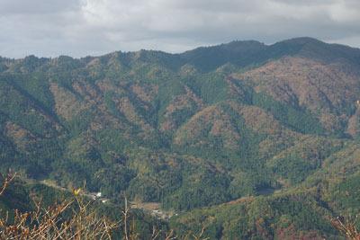 ヤケ山山頂からみた畑集落と蛇谷ヶ峰