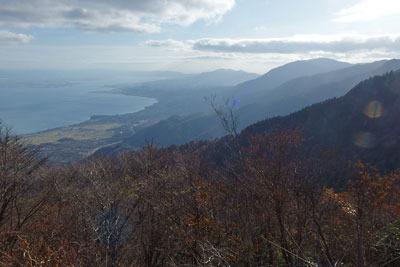 ヤケオ山稜線からみた比良連峰と琵琶湖南部