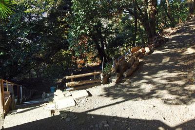 鹿ケ谷の路地奥の抜け道