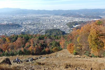 大文字火床からみた山の紅葉と京都市街