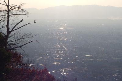 大文字火床頂部から見た夕霞の京都市街