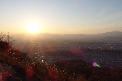 大文字火床頂部から見た夕陽