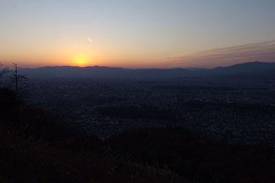 大文字火床頂部から見た日没直後の京都市街