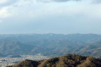 大文字山火床よりみた雪積る京都北山の眺め