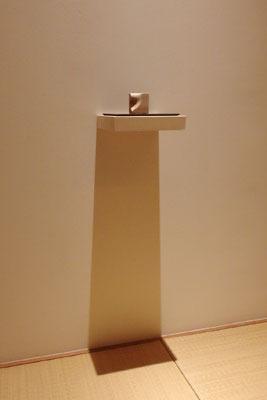 白子勝之の木片造形作品。「exhibition 8」にて