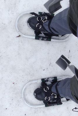 装着した雪上のワカン