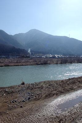 日野川と日野山