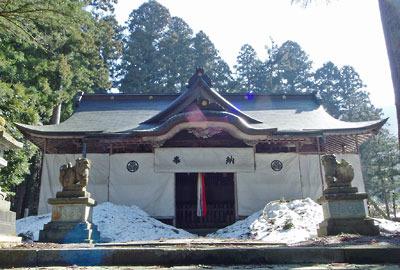 雪囲いある日野神社社殿