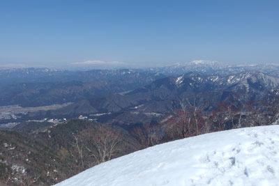 日野山からの白山と部子山の眺め