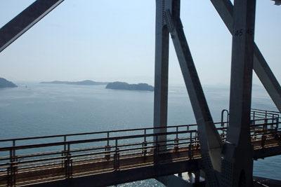 瀬戸大橋線の車窓からみた瀬戸内海と島々