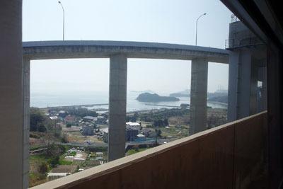 瀬戸大橋と瀬戸内海の島を連絡する車道
