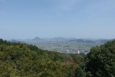 金刀比羅神社本宮横より見た讃岐平野や讃岐富士