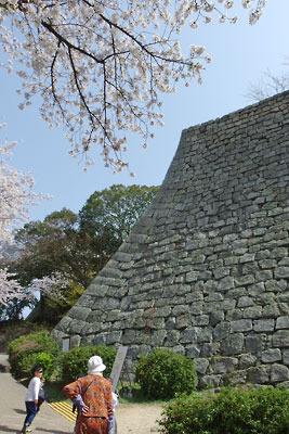 丸亀城の高石垣