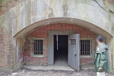 砲側にあった待避所とみられる京都府北部舞鶴・葦谷砲台の堅固な施設