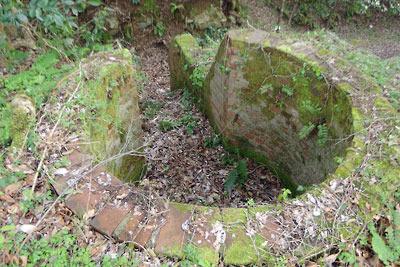 京都府北部舞鶴の葦谷砲台の上部砲座横にあった観測・指揮用と思われる施設跡