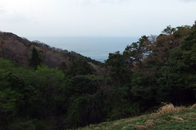 京都府北部舞鶴の葦谷砲台の上部平坦地より日本海(若狭湾)をみる