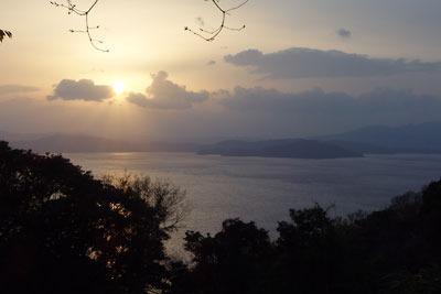 京都府北部舞鶴近郊の山上から見た、舞鶴湾口の夕景
