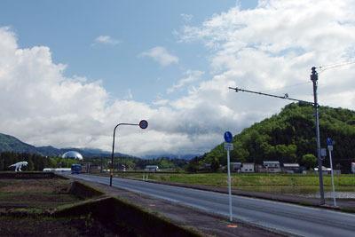 福井県内陸部・勝山郊外にある恐竜博物館と村岡山(御立山)